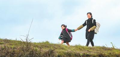 """重庆市南川区的一所""""微小学""""一名乡村教师的坚守"""