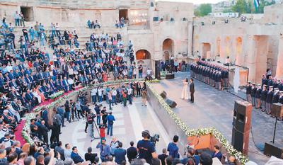 约旦杰拉什文化艺术节举行开幕式
