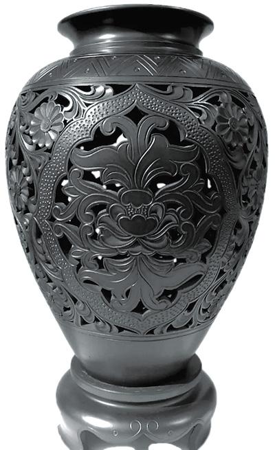 镂空黑陶花瓶