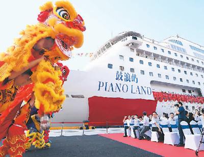 中国首艘自主运营豪华邮轮启航