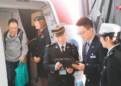 大兴国际机场首航:出入境旅客通关更便利
