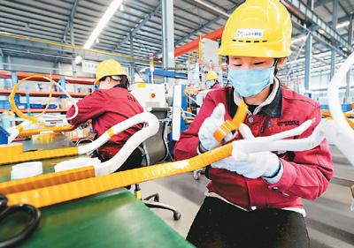 高新技术企业生产忙