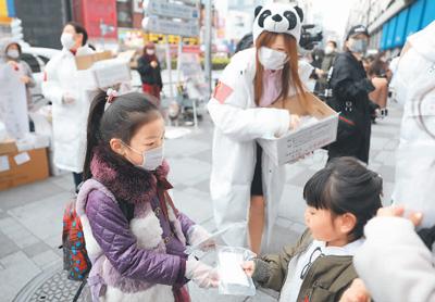 """这个春天,全球荡漾着""""中国温暖"""""""