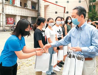 中国驻外使领馆:助力海外留学生防疫抗疫