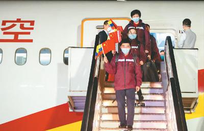世界纷纷借鉴中国战疫经验(国际论道)