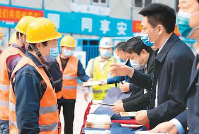 行业红火带动工资上涨  哪些行业工资增长快?