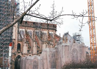 修复中的巴黎圣母院