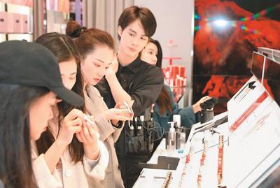 国货化妆品的新变化 大牌平替彩妆受追捧