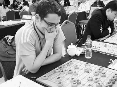 洋选手下象棋; 杯第十一届世界象棋锦标赛;图片
