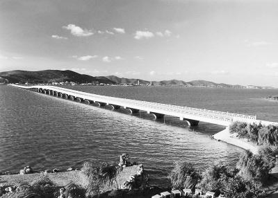 南浔——富甲传说 在浙江境内,比较著名的古镇有湖州的南浔古镇,嘉善