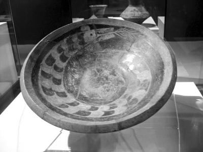 彩绘龙纹陶盘,陶寺文化早期.