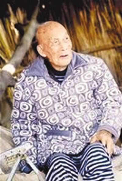 邱金义/在湖北省武汉市蔡甸区后官湖畔,住着有一位102岁的老人邱金义...