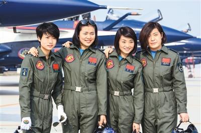 中国女飞行员将驾歼 10亮相海外