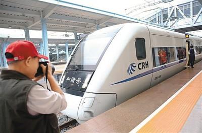 标志著全球首条环岛高速铁路在海南诞生,海南迈入环岛高铁时代.