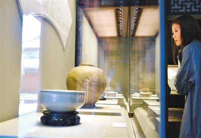 故宫展出百余件秘色瓷