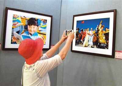 """""""喜迎党的十九大——第十届西藏珠穆朗玛摄影展""""在北京民族文化"""