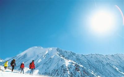 青海:户外健身登雪山