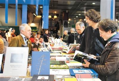 中国图书亮相巴黎
