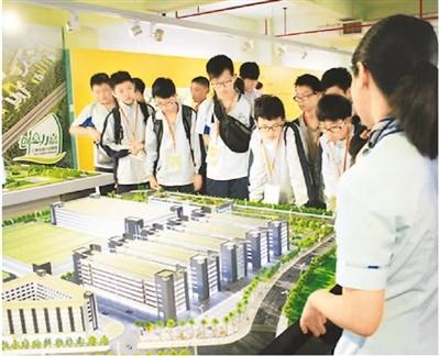 """香港公布学生""""内地交流计划"""""""