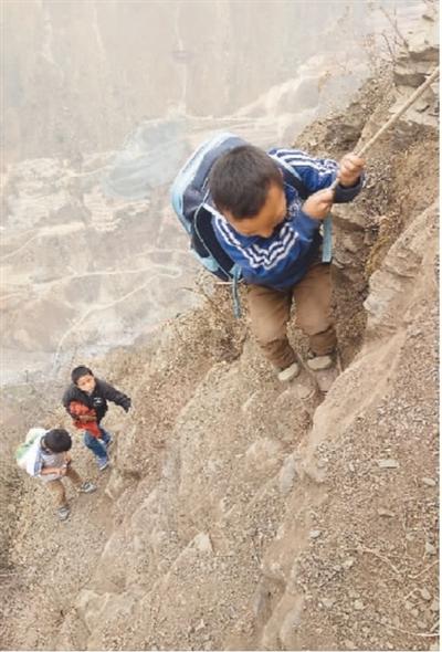 老藤梯告别悬崖村,新钢梯让村民们从此开了眼