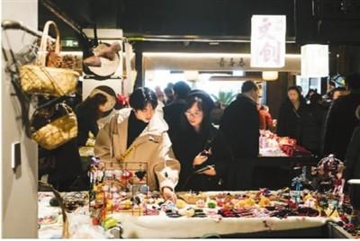 网红经济正在颠覆传统的消费场景,为消费者带来更为多元化和个性化的购物体验