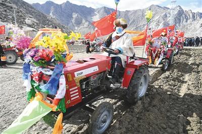 西藏自治区拉萨市曲水县才纳乡协荣村举行隆重的春耕春播仪式