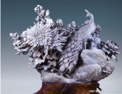 菊花石雕刻技艺有平雕,浮雕,圆雕,线刻,镂空刻,立体刻,综合刻等多