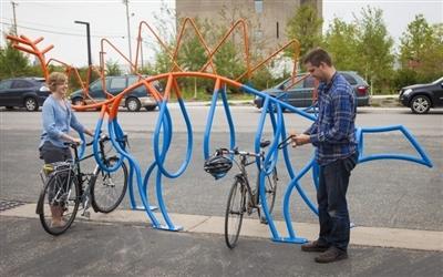 美国的自行车公共停放架,通过动物,吉他,咖啡杯等等有趣的设计元素图片