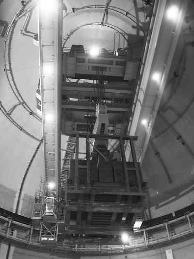 """环吊被称作核电站的""""超级起重机"""",它的应用为红沿河核电站一期核岛"""