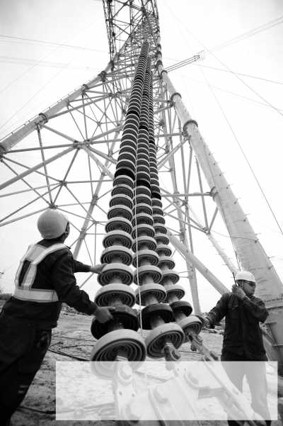 """电东送""""10标段线路,在安徽省芜湖市南陵县境内首个放线区段架设任务完"""